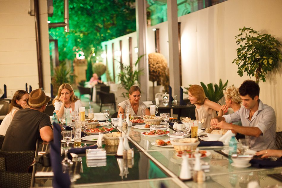 Cena di peroni exclusive al fresco events together with friends