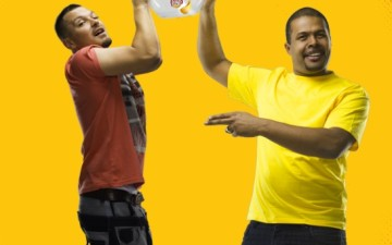 Cabral and Puya, duelling in a new Lay's campaign