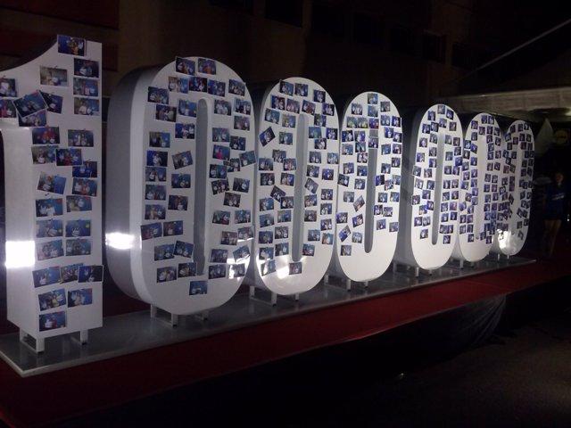 1 Milion de fani pe Facebook