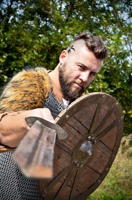 HISTORY - Cosmin Tudoran - Viking pentru o zi