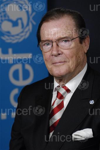 Sir Roger Moore_copyright_UNICEFNYHQ2007_1556Markisz