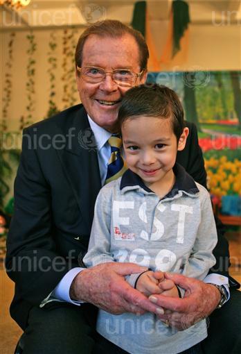 Sir Roger Moore_copyright_UNICEFNYHQ2010_2519Pirozzi